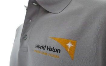 Das feine Logo von World Vision war eine Herausforderung für die Bestickung der Polo-Shirts.