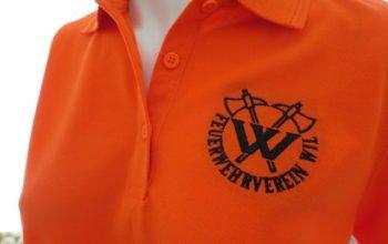 Das ist ein HAKRO Poloshirt von der Performance Linie geeignet für bestickte Berufsbekleidung da robust und für die Industriewaschung vorgesehen.