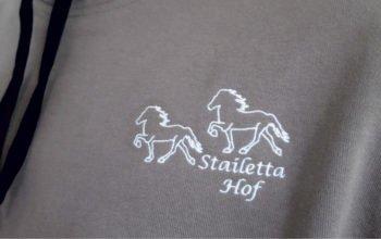 Für diesen Reitstall durften wir Polos und Sweat-Shirts sticken.