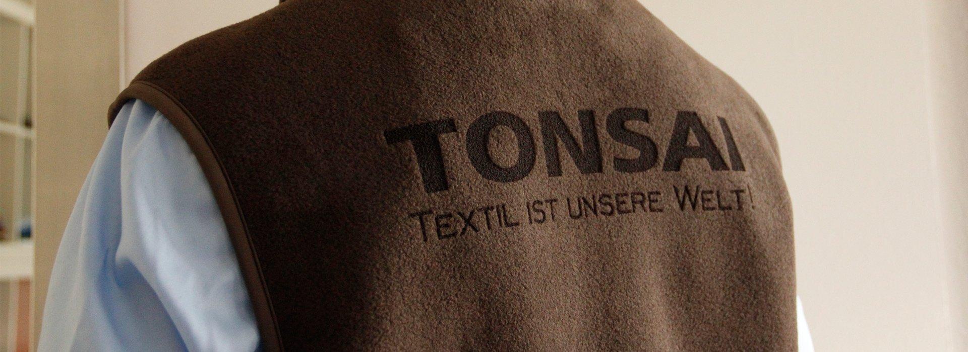 Laserung, eine moderne Art der Logodarstellung. Hier auf einem Fleece-Gilet.